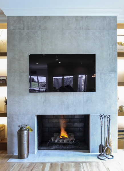 FIREPLACE-WITH-FLAME